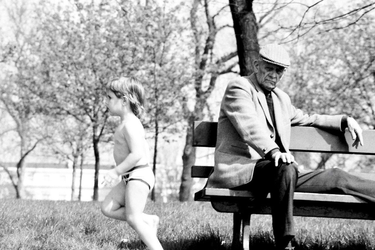 thumbnail_kid and man Victoria Park 1970s_preview